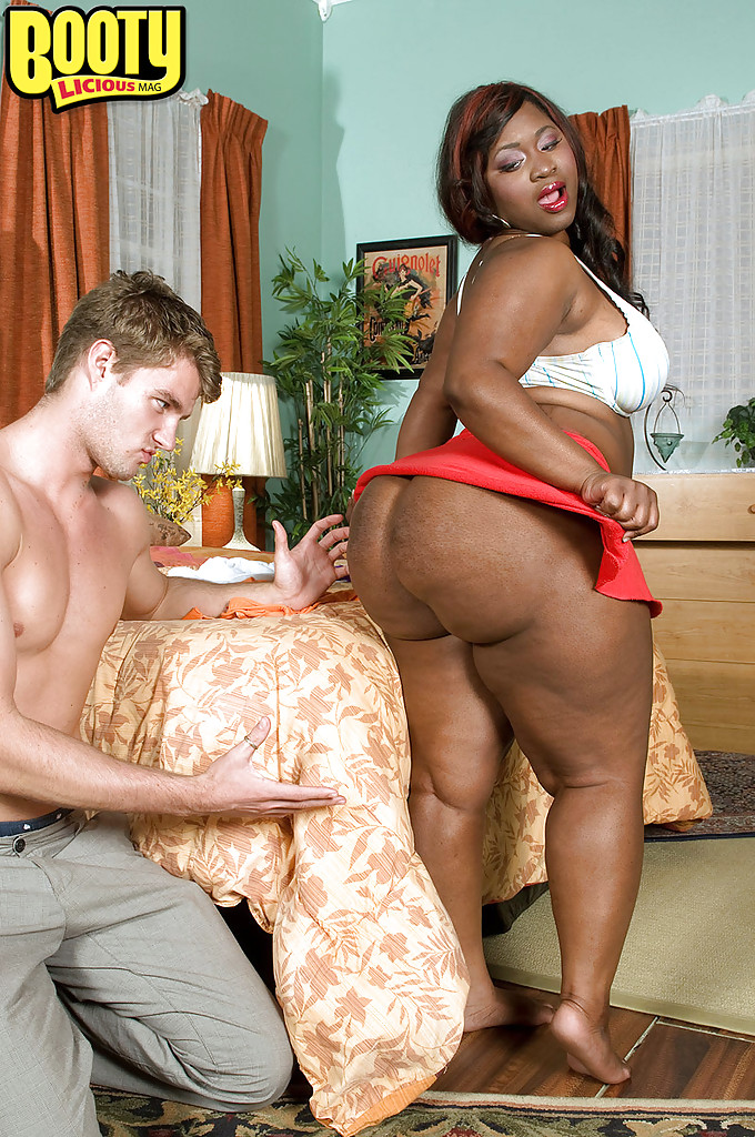 Black bbw gets naked pie #4