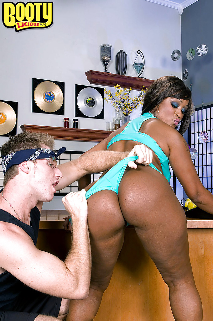 Thick Ebony Creampie White Guy