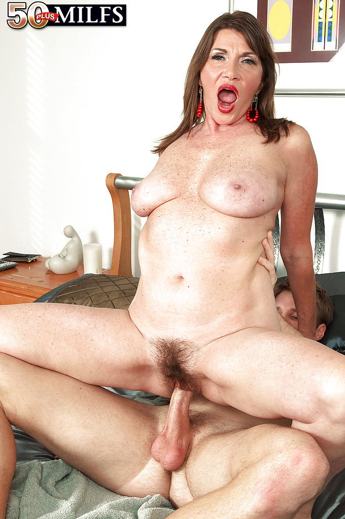 Friends fuck milf xxx
