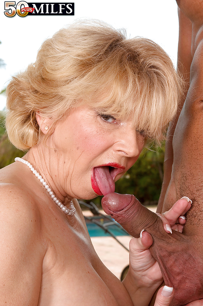 Mature throat sex