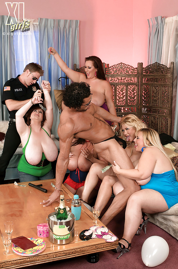 Orgy in the party