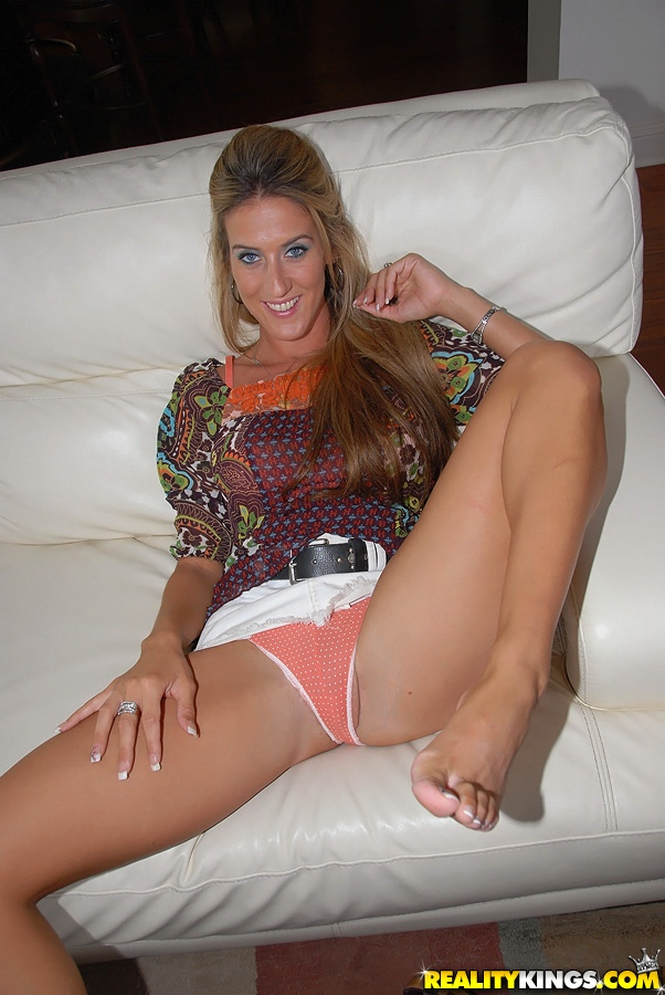 Panties fingers into milf