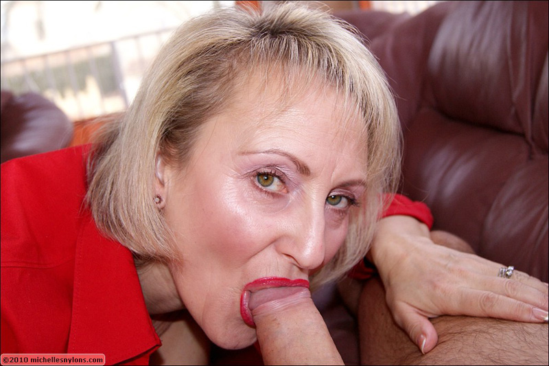 Elegant mature blowjob вlow yoυ