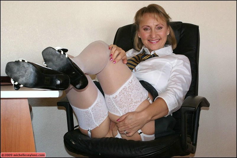Naughty mature pantyhose