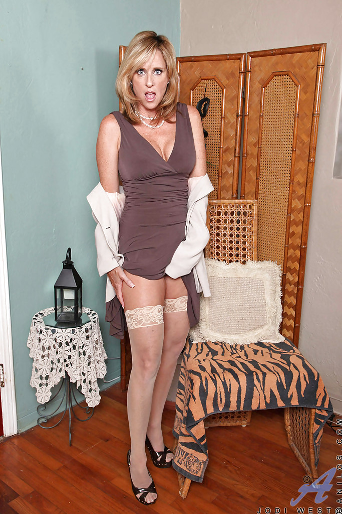 west sayville milf women Debra canavan classics, sayville, ny 1,055 likes 14 talking about this 141 were here 53 main st,sayville, ny 11782 631 563-9385 jump to sections of this page.