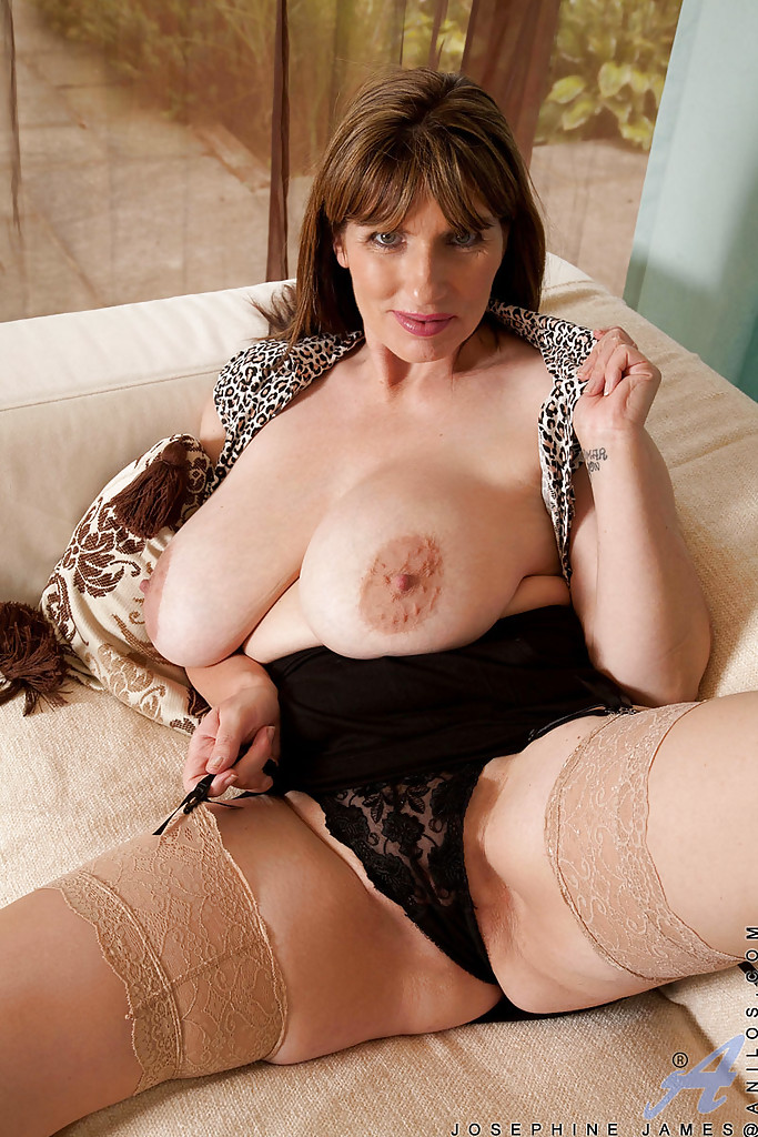 ... Busty bbw mature Josephine James goes topless and exposing her yummy  clit ...