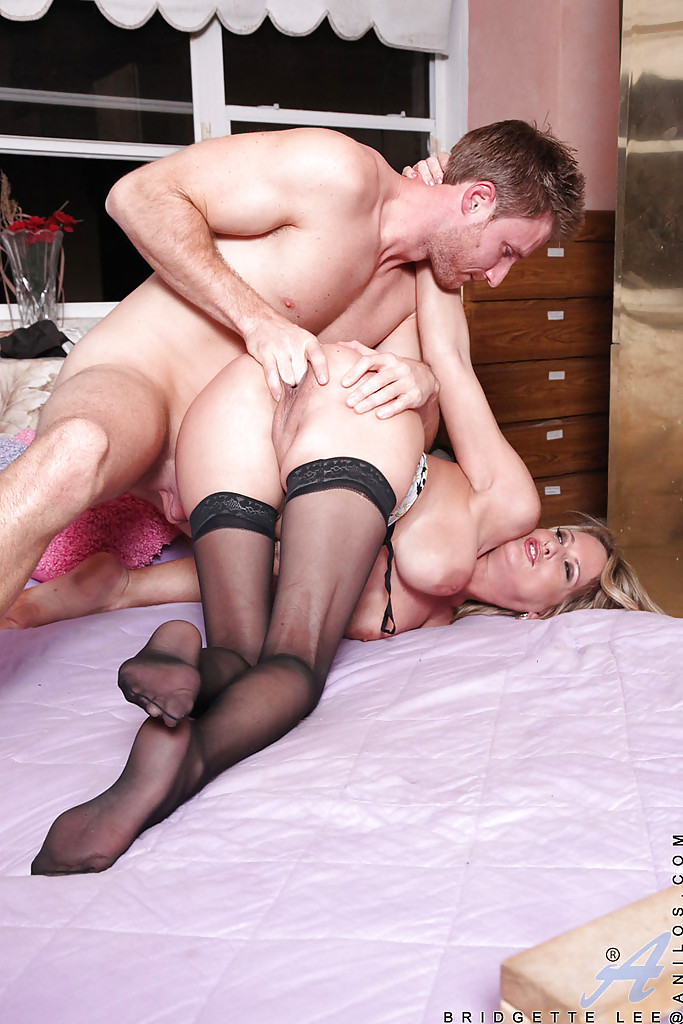 Threesome with mom m and boyfriend