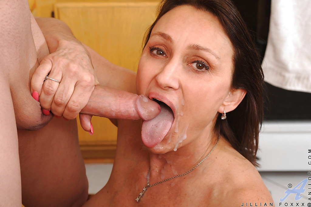 Milf linda roberts fucking with younger guy - 2 part 3
