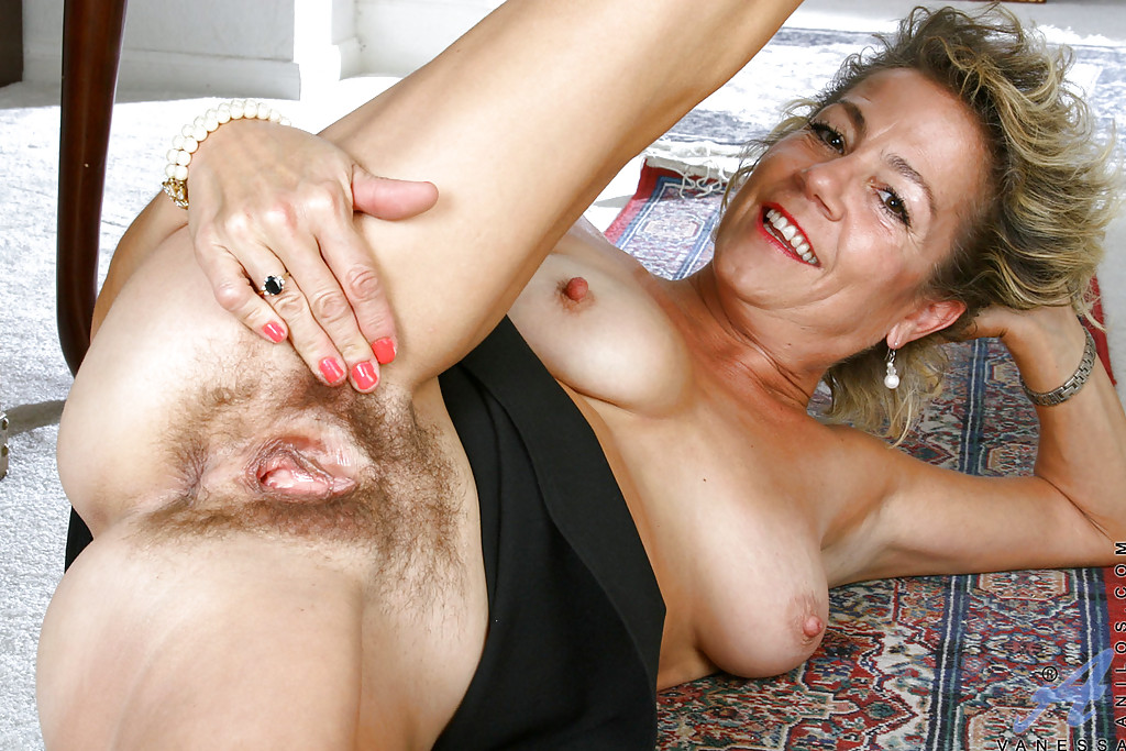 German amateur mom cant stop masturbating