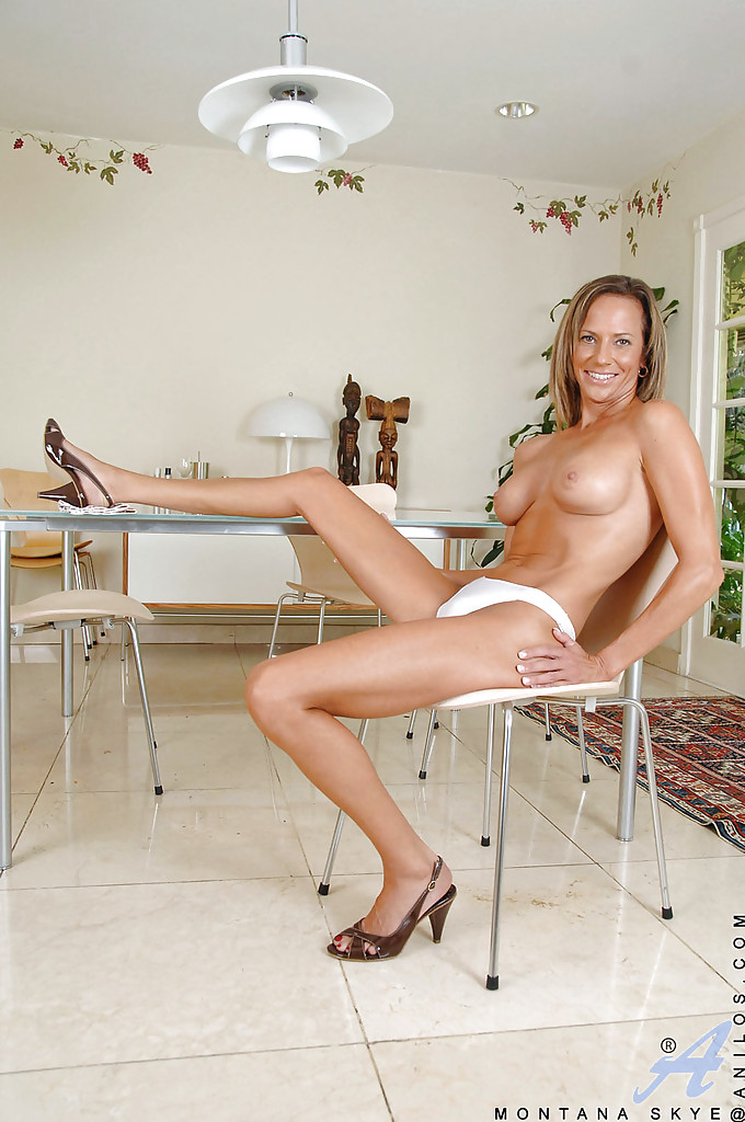 Geilste tall women mature big legs upskirt Sasha
