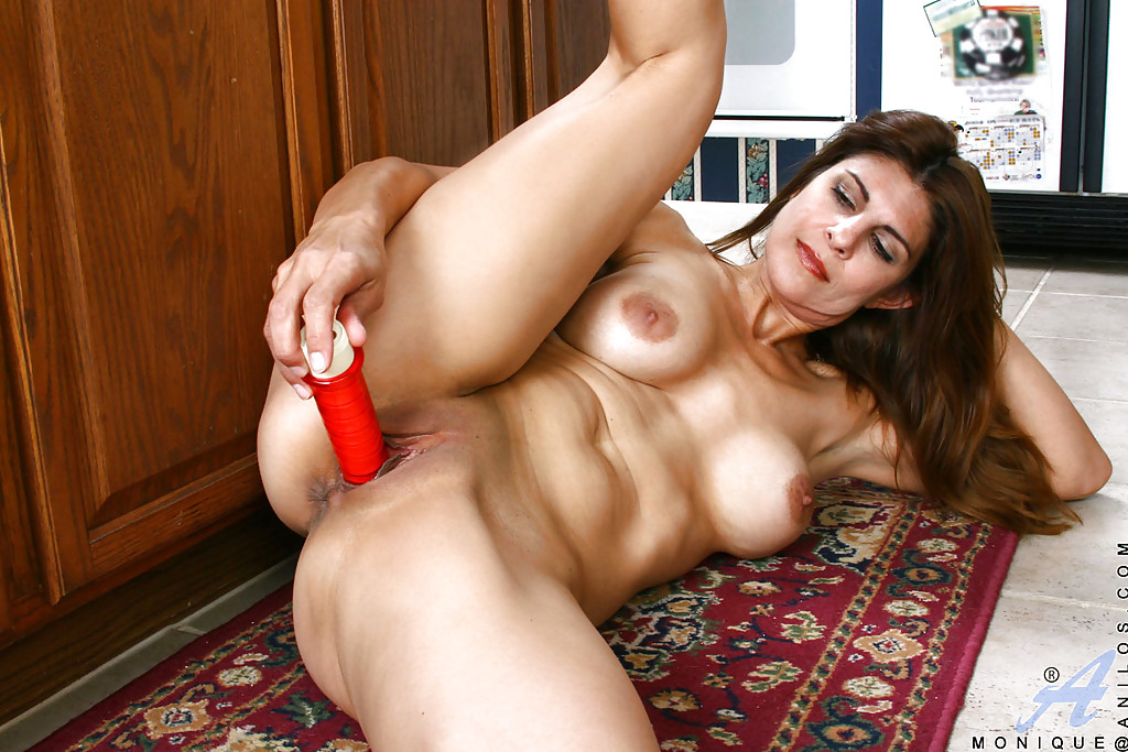sexy nude young muscle milf