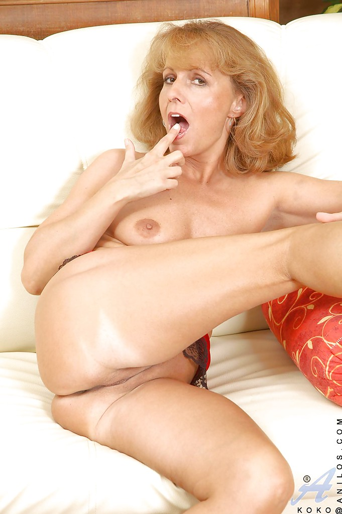 hot mature woman pussy