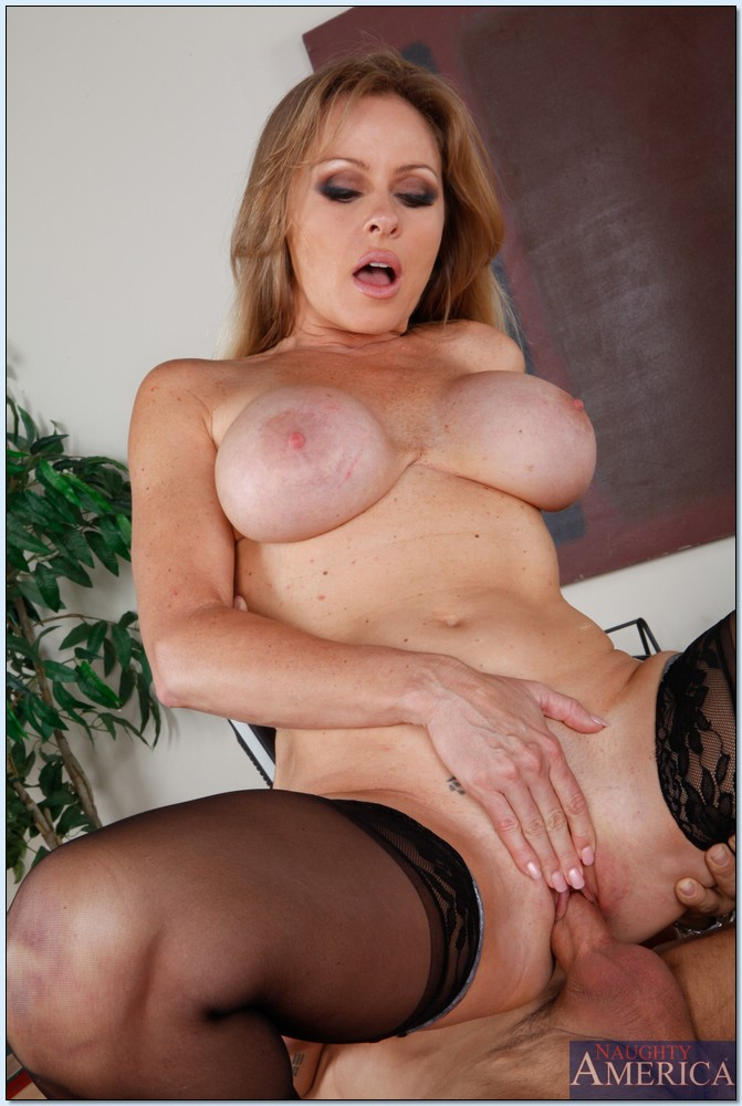 Sharon pink milf ass