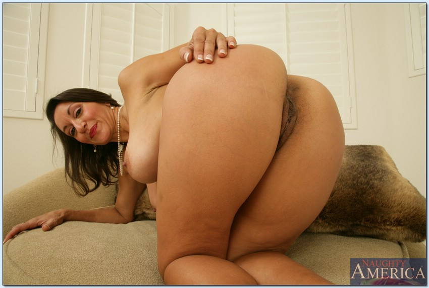 image Big booty mature mother do dirty things