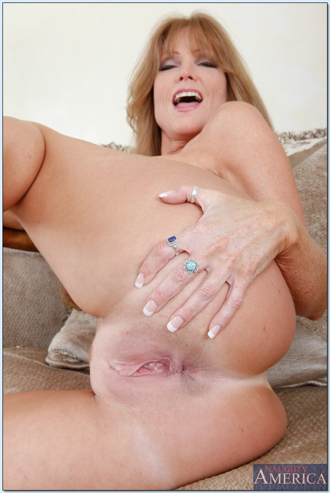 moms ass holes naked