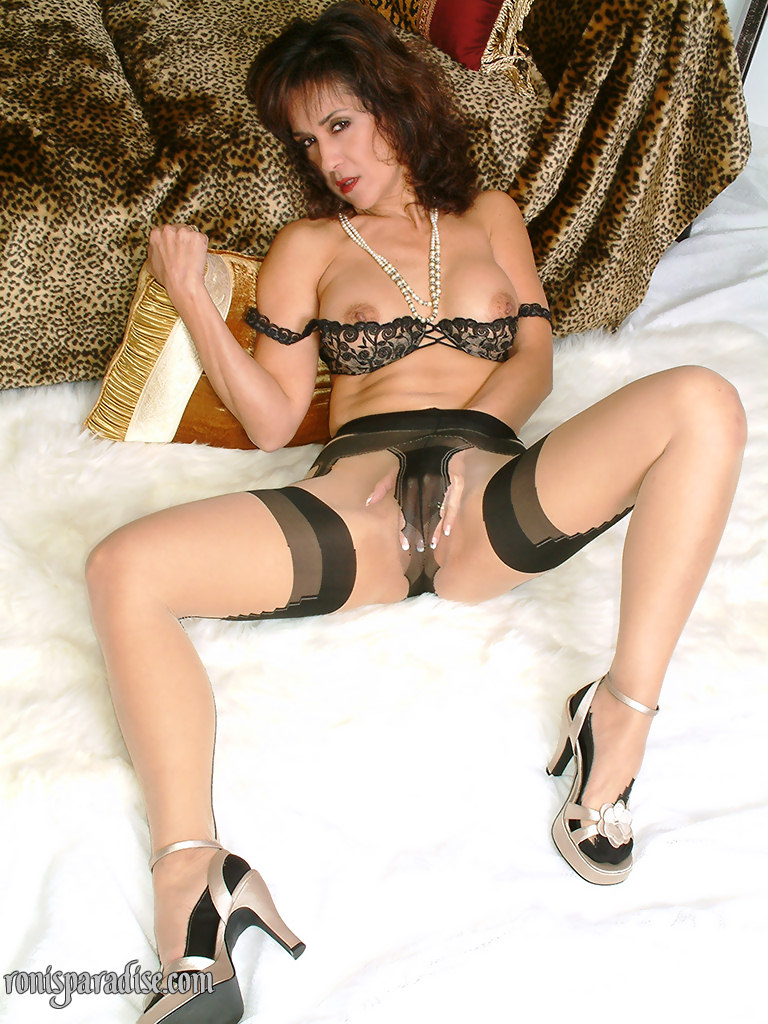 milf stockings Ronis paradise