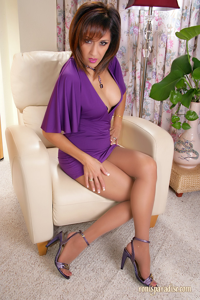 Mature in pantyhose and bra