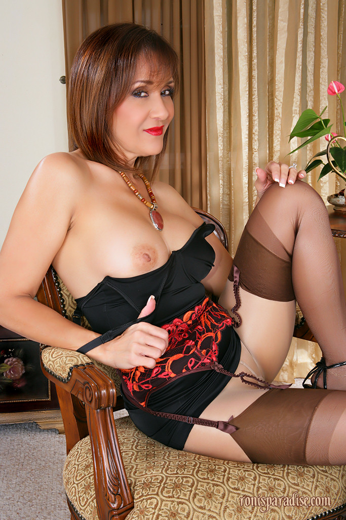 Chubby cougar in nylons random photo gallery