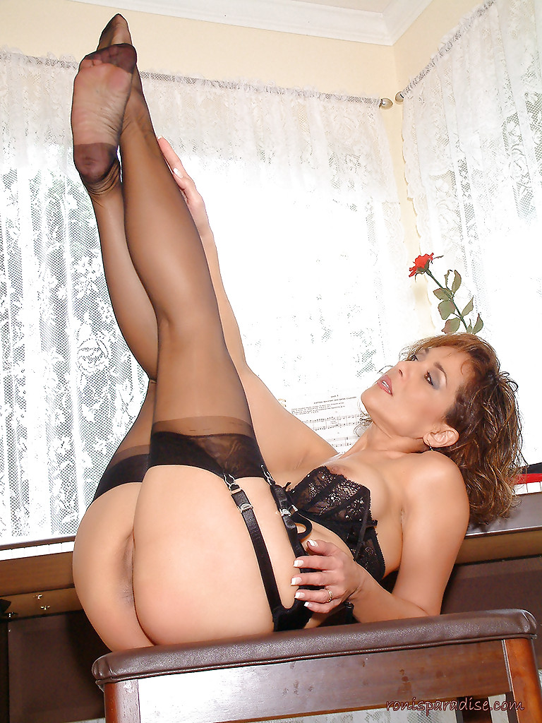 Nylons rht stockings high heels lg