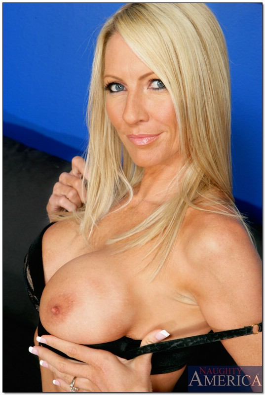 Perfct sexy mature blond