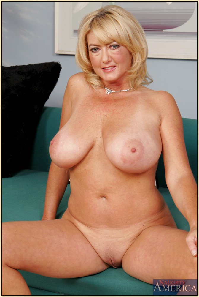 Chubby mature natural huge juggs