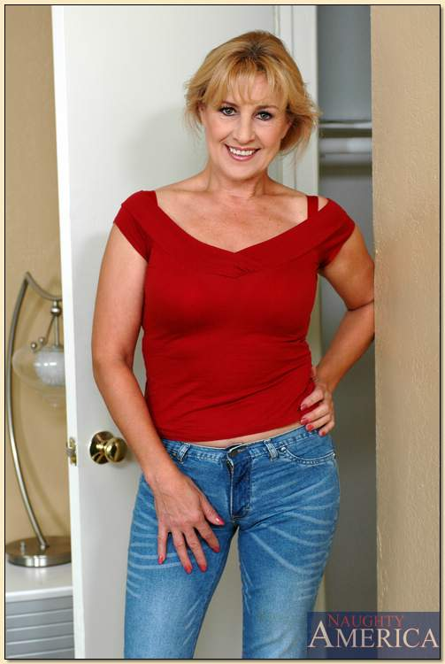 Busty mature clothes videos