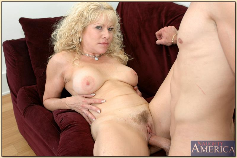 Lanlord angela fucks college boy for rent