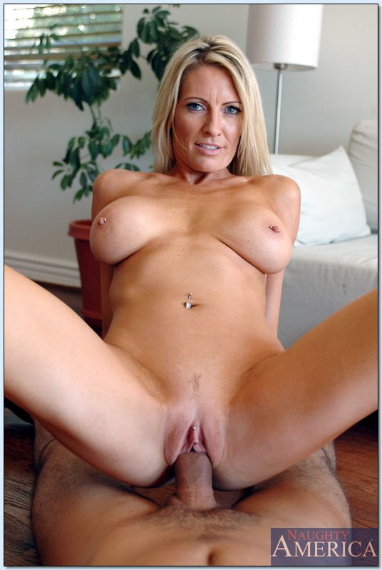 Emma starr housewife 1 on 1