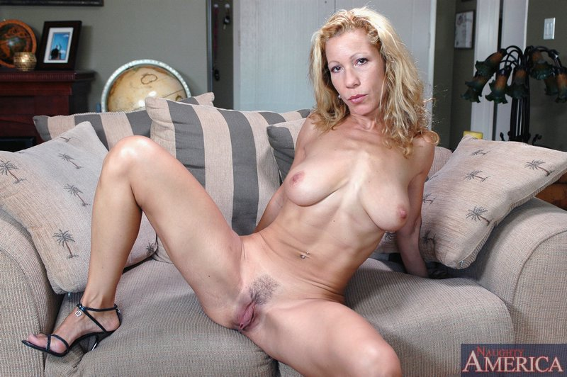 Opinion beautiful busty naked moms that interrupt
