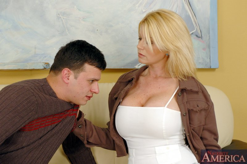 Making My Friends Mom Squirt