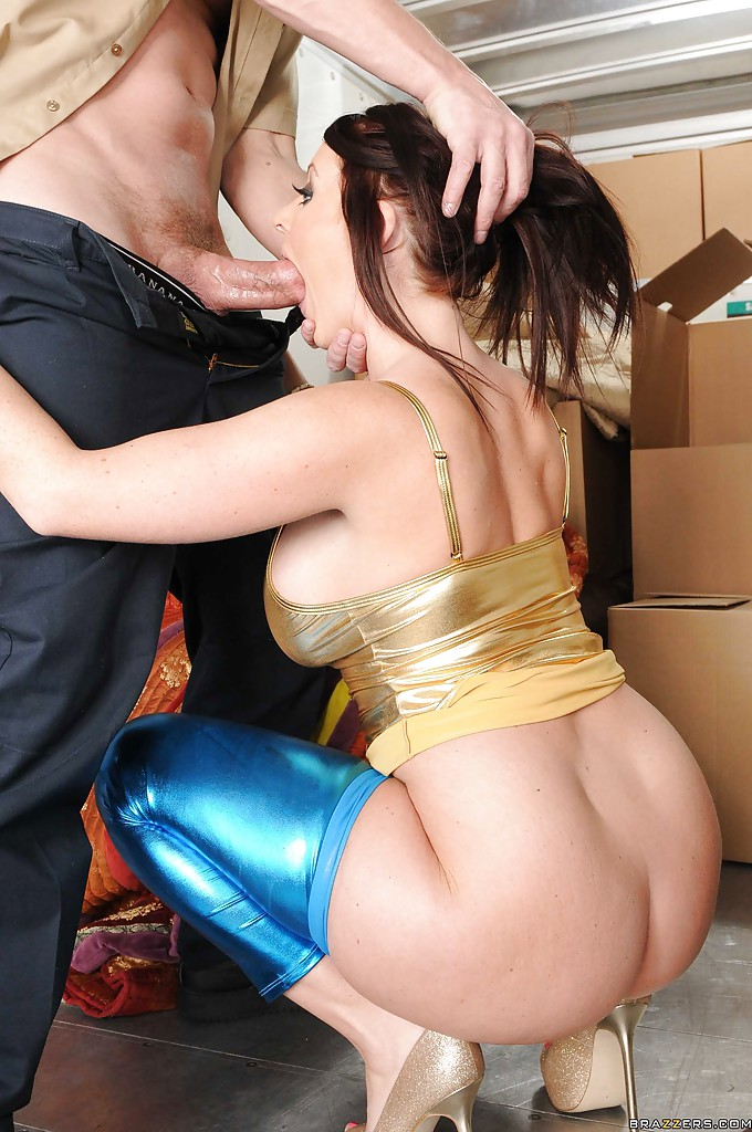 image Fucked in traffic bubble butt chick seduces taxi driver