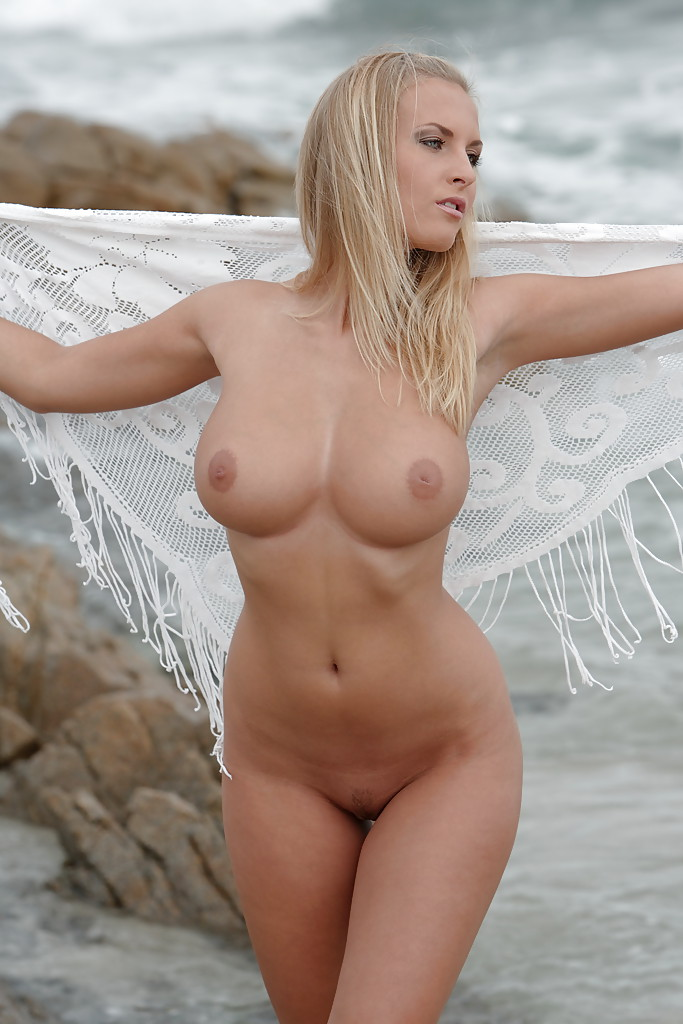 Big titted babe pornstar showing her amazing body outdoor