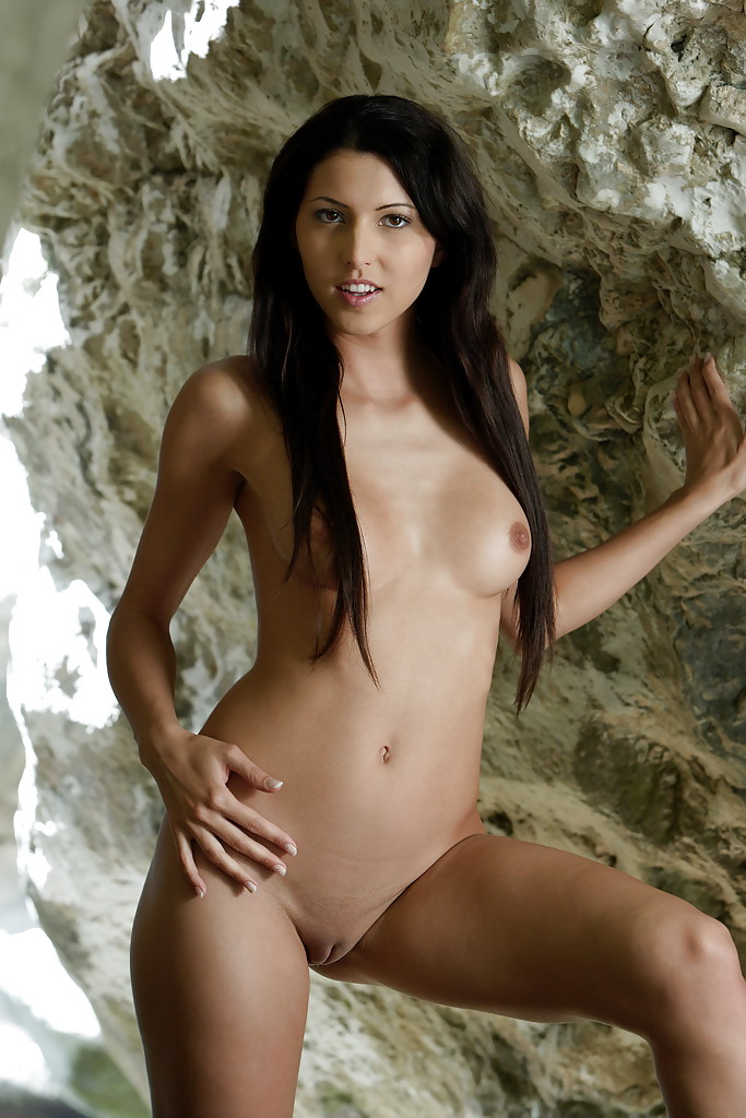 nude brown haired babe