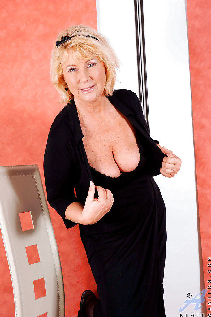 Busty mature girl have a nice fuck