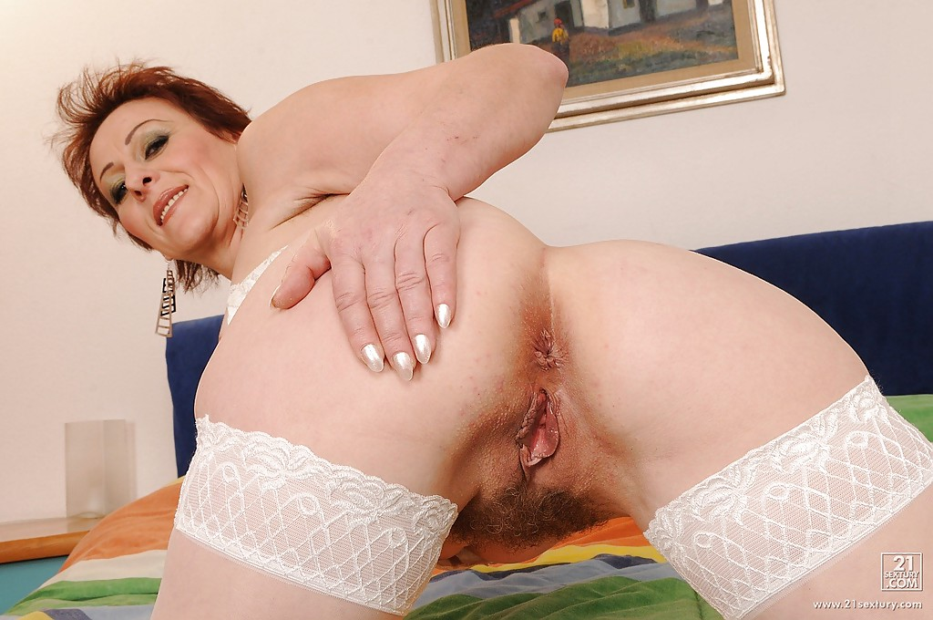 Brunette mad that boss came inside her pussy