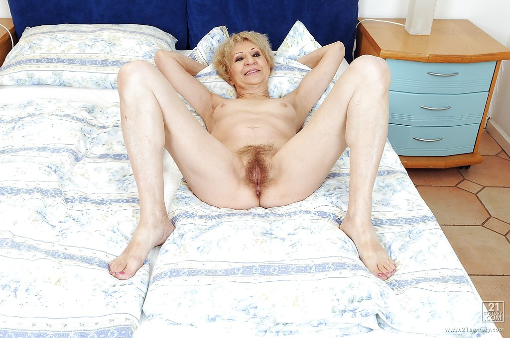 Granny hairy masturbation