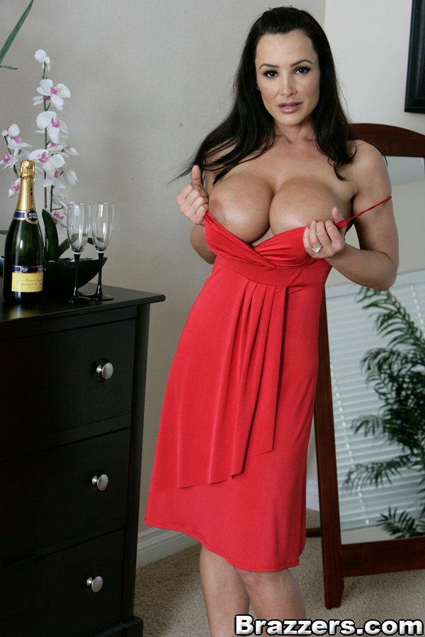 Lisa ann cleavage where