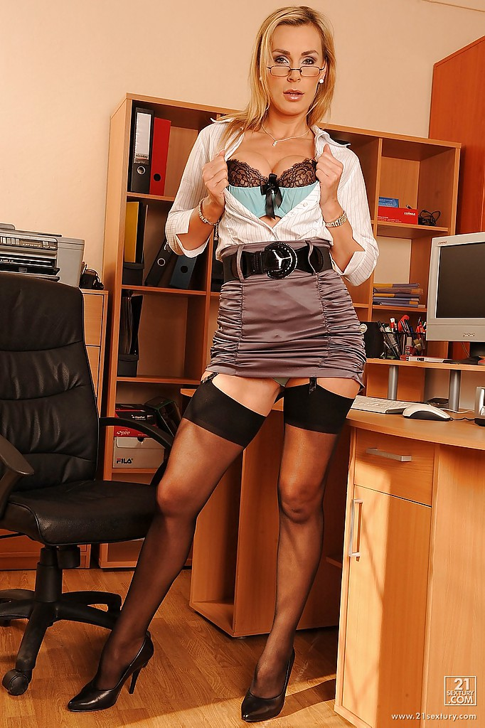 Sandy office shows milf