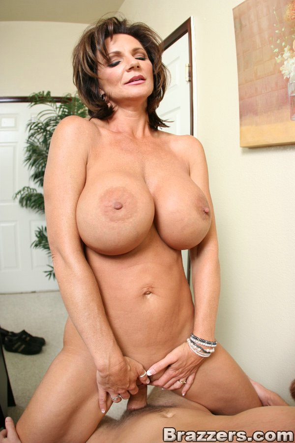 Graceful Mom. Free porn galleries of the hottest mature.