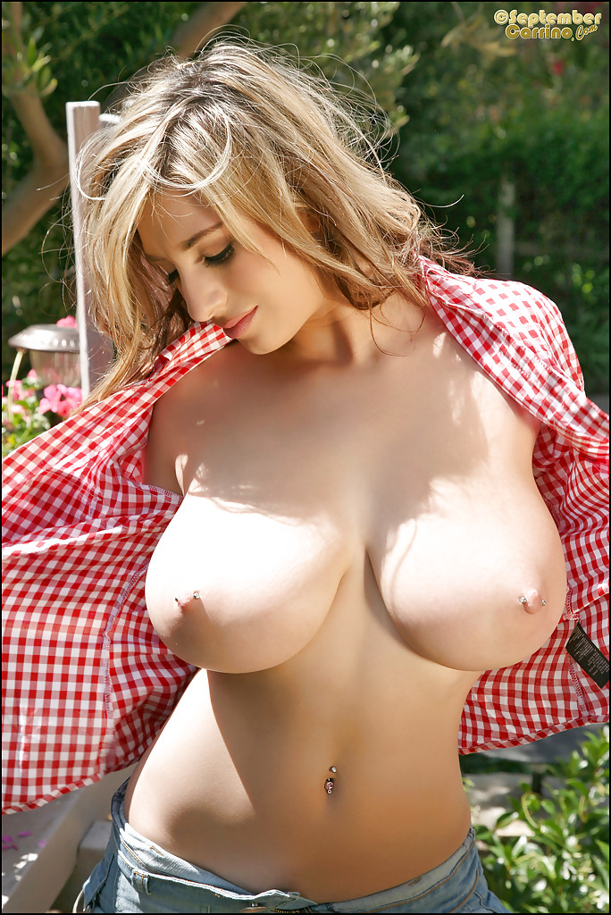 busty babes gallery