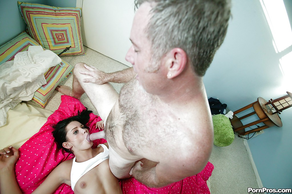 Teen babe Tanner Mayes gets her pussy banged by an oldman in reality