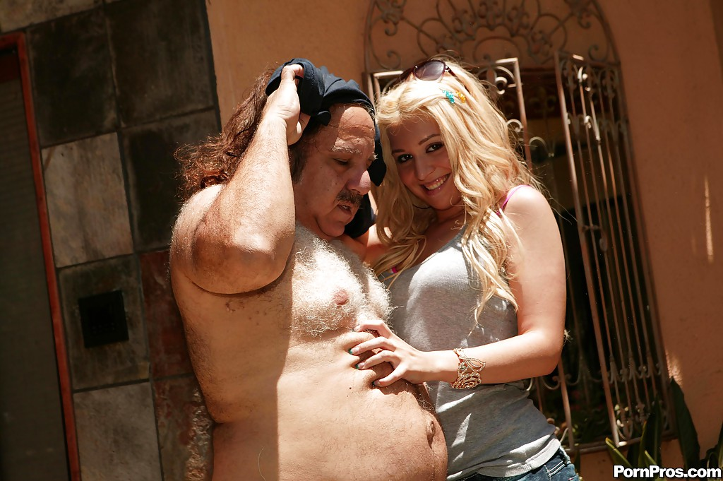 girls-ron-jeremy-fuckin-young-girl-girl-out-front