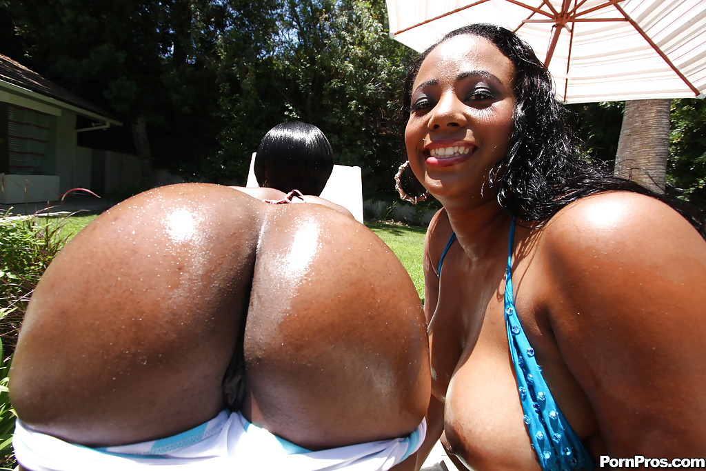 Nude ebony milf ass