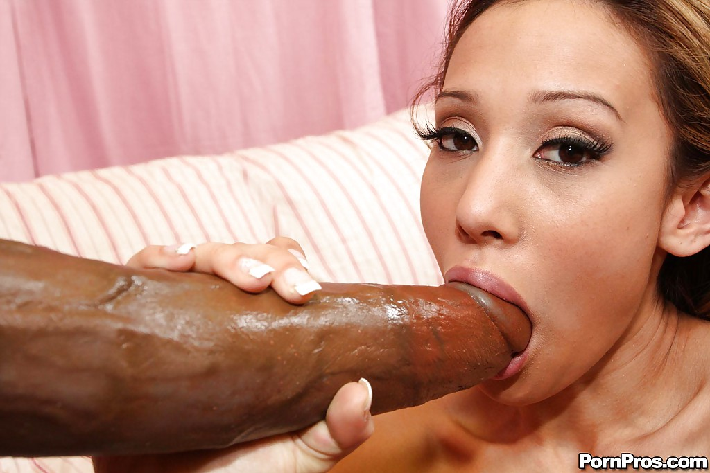 Babe fucking the worlds largest dick foto 887