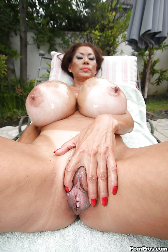 girl play in her pussy and breast