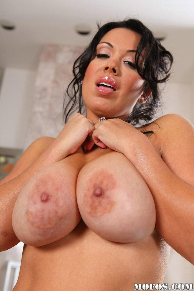 Milf boobs hd