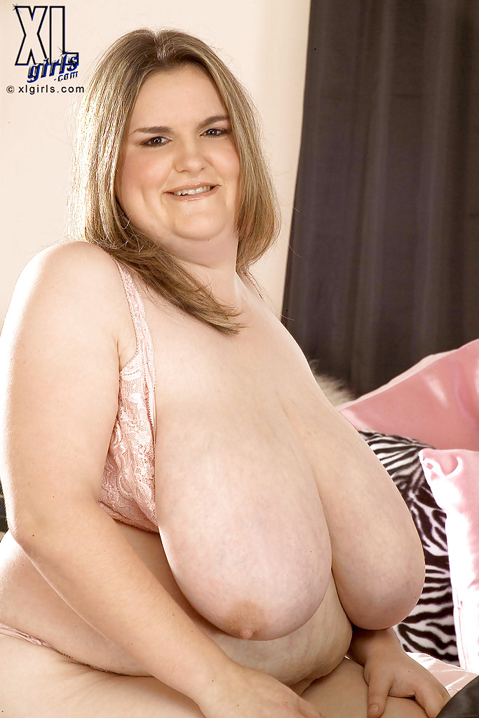 BBW Louise playing with her big tits