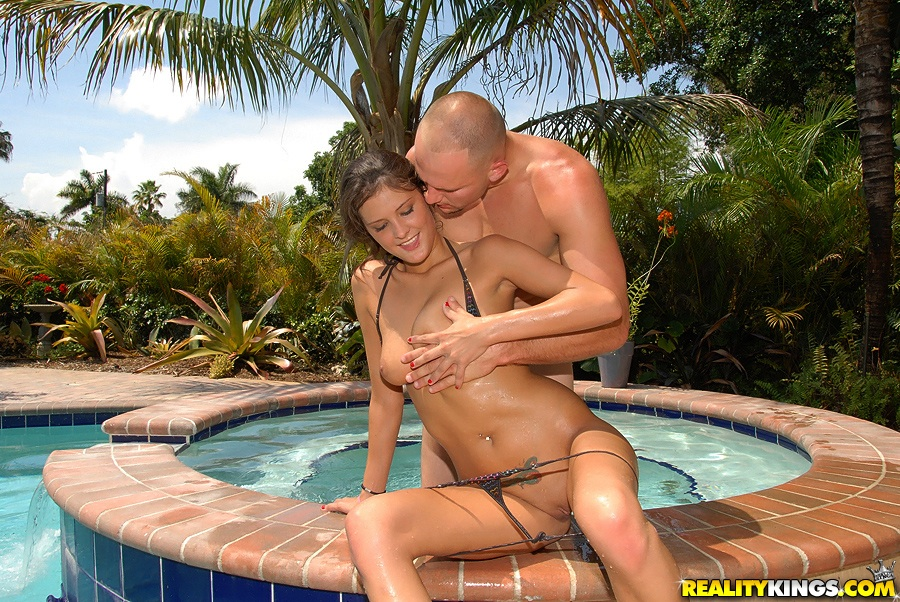 bikini whore erin stone uses outdoor pool to do handjob
