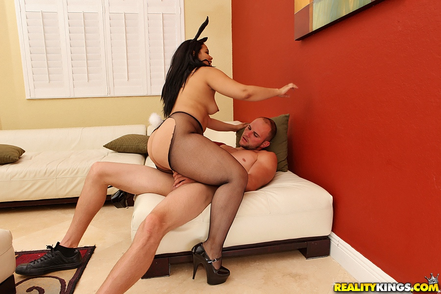 Milf in torn pantyhose
