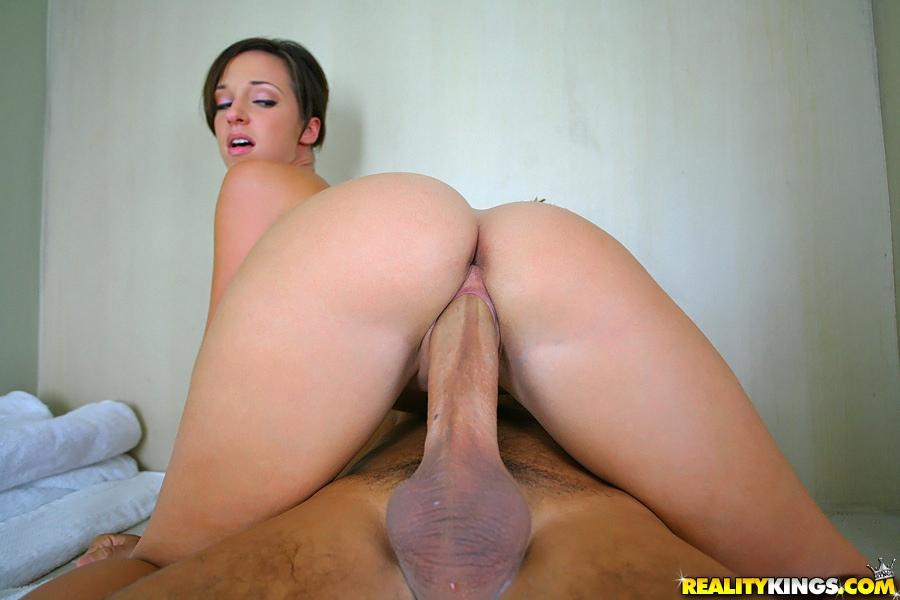 Jada Stevens Gets Her Amazing Butt Analized In The Bathroom